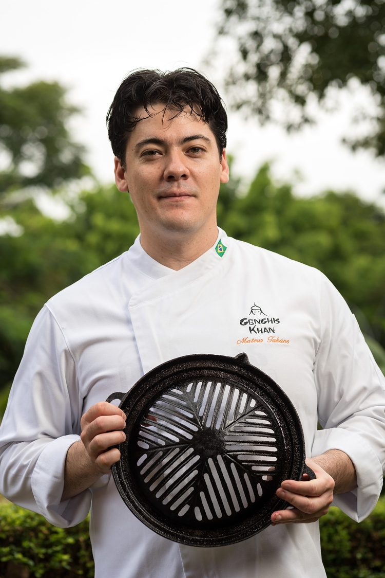 Chef Mateus Takano - Genghis Khan - crédito Telmo Ximenes