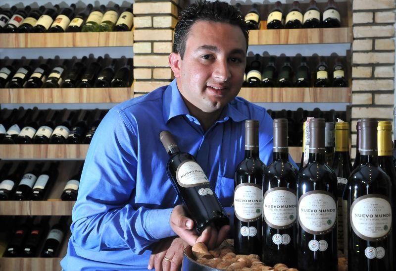 José Filho, gerente comercial da Enoteca Decanter