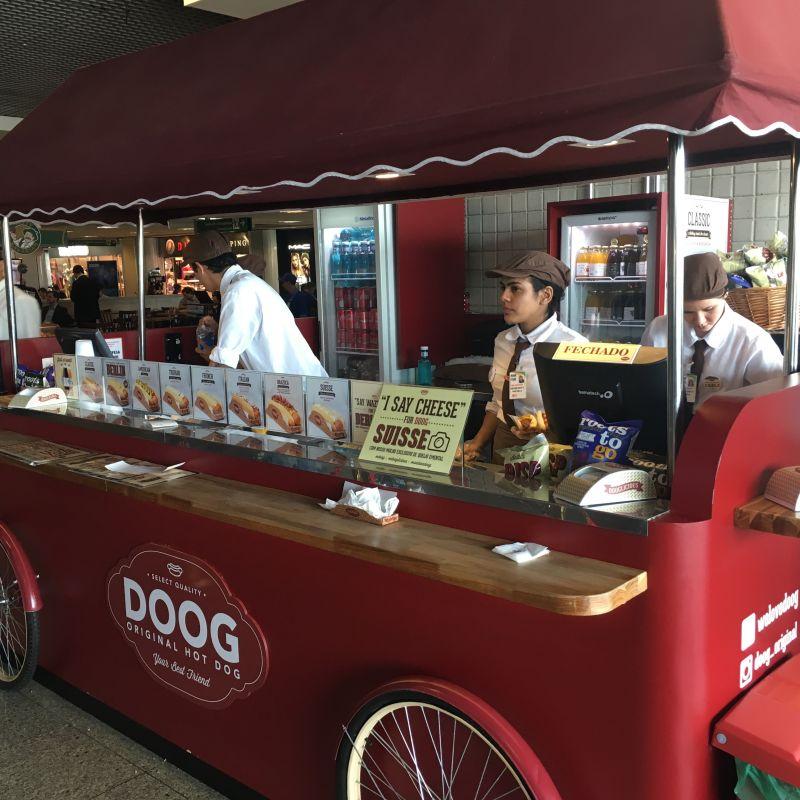 Doog - Original Hot Dog no Aeroporto de Congonhas.