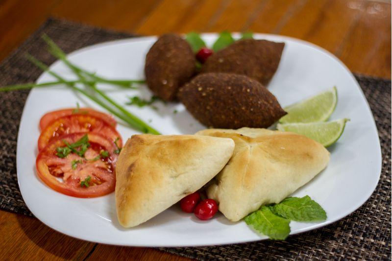 Créditos: Adriana Wanderley/Divulgação. Prato árabe do restaurante Castelo 21, DF-060.