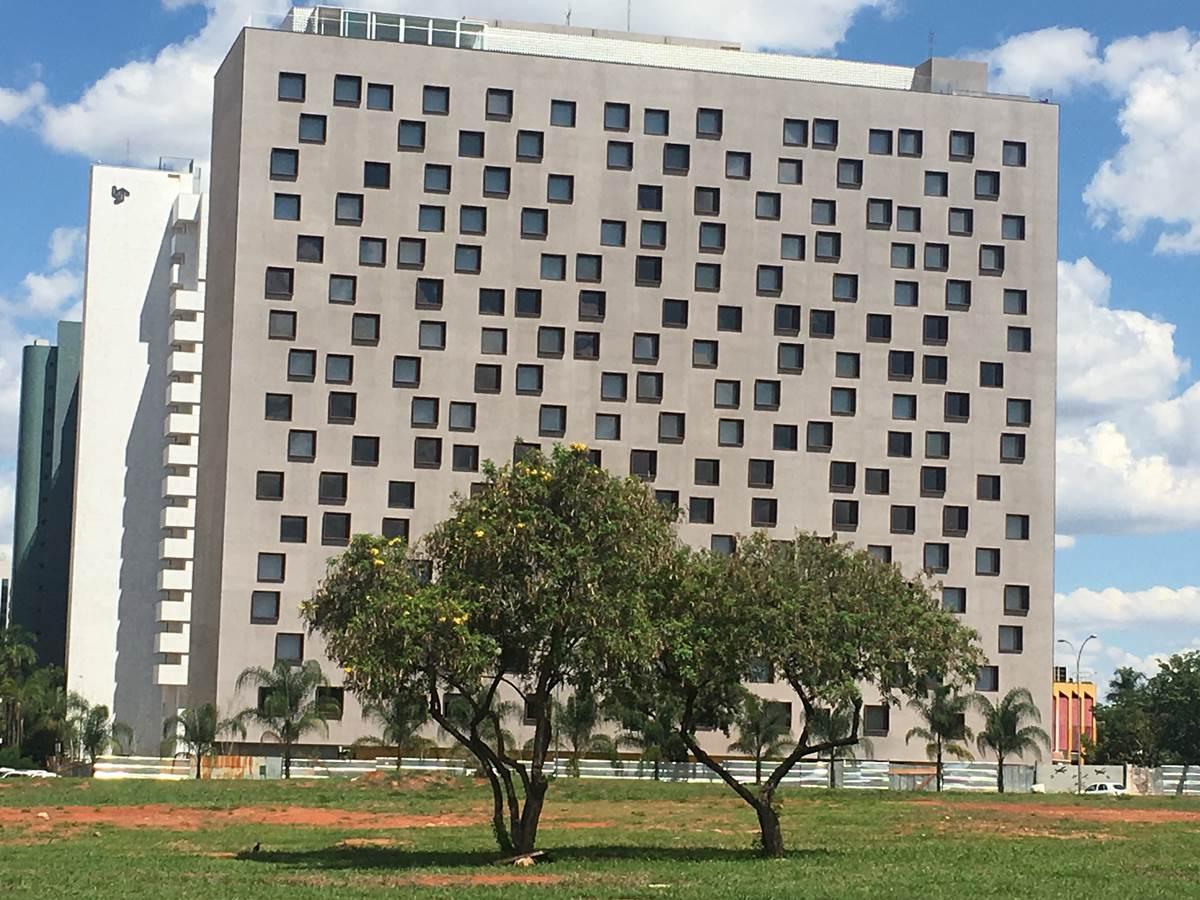 B hotel bras lia come a a funcionar em janeiro liana sabo for Sites hotel