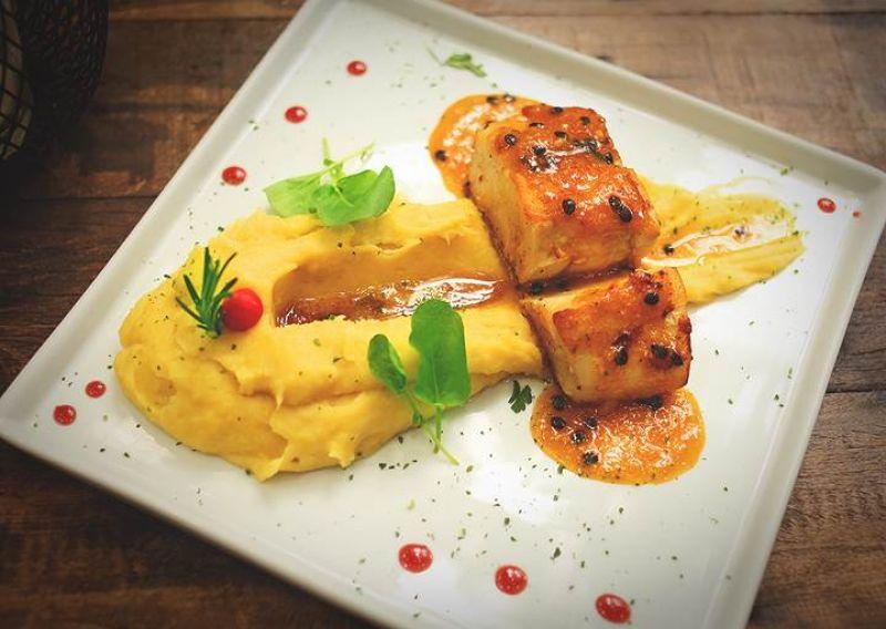 Crédito: Igor Almeida/Divulgação. Robalo a Pommes de Terre do restaurante Santé 13.