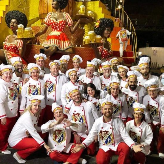 Chefs de vários estados do país se divertiram no desfile da escola União da Ilha