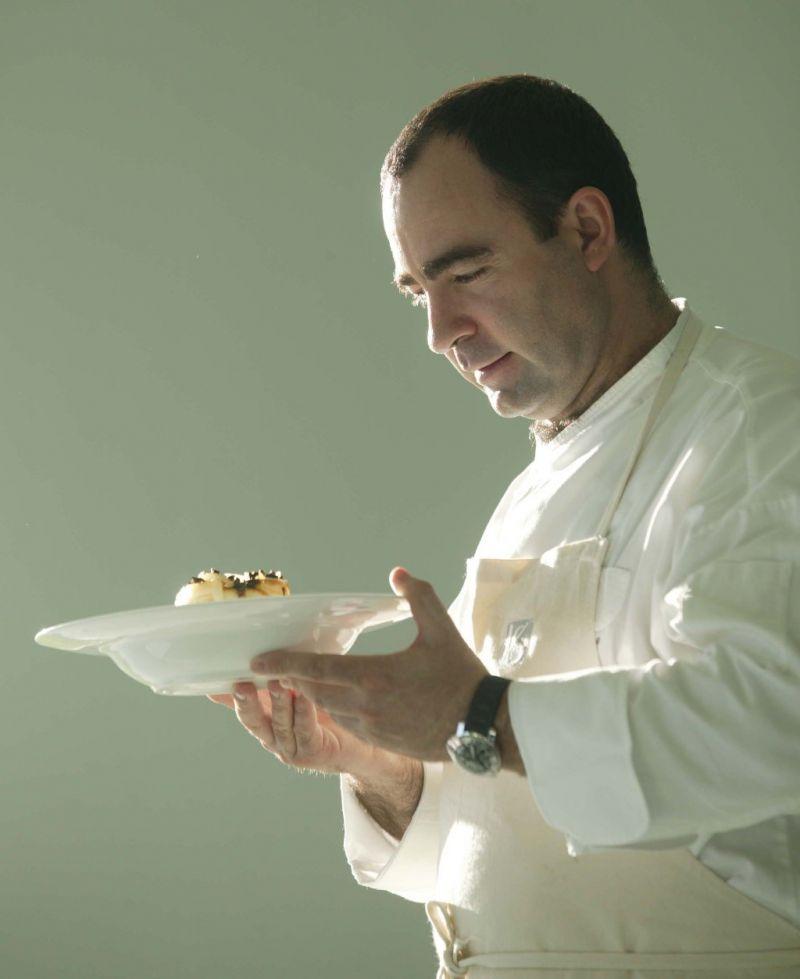Crédito: TAP/Divulgação. O chef Vitor Sobral.