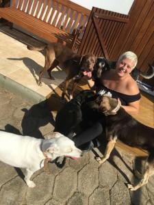 Vivi Machado com seus cachorros Crédito: Arquivo pessoal