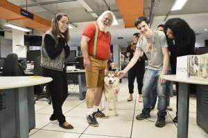 Papai Noel e Rodolfo visitam o Correio Crédito: Breno Fortes/CB/D.A. Press.