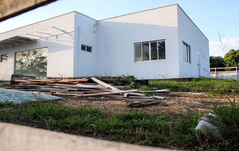 12/05/2017. Credito: Arthur Menescal/Esp.CB/D.A. Press. Brasil. Brasilia - DF. As obras paradas no Hospital Veterinário colocaram
