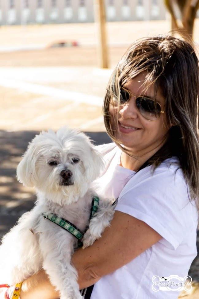 """Bidu, 11 anos, com a tutora: """"Hoje ele é outro cachorro"""", comemora Patricia Crédito: Arquivo pessoal"""