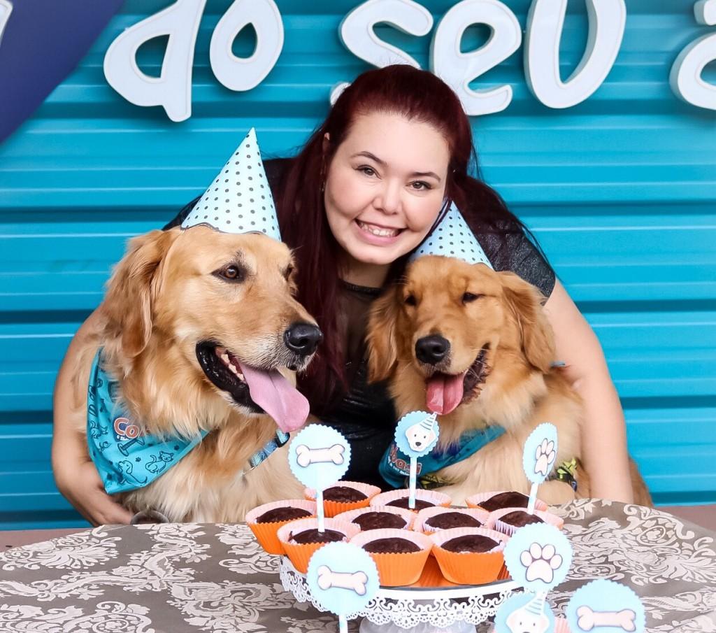 Dayane com Chico (E) e Dom: muitos mimos para celebrar o auniversário Crédito: Danielle Wolff/Divulgação