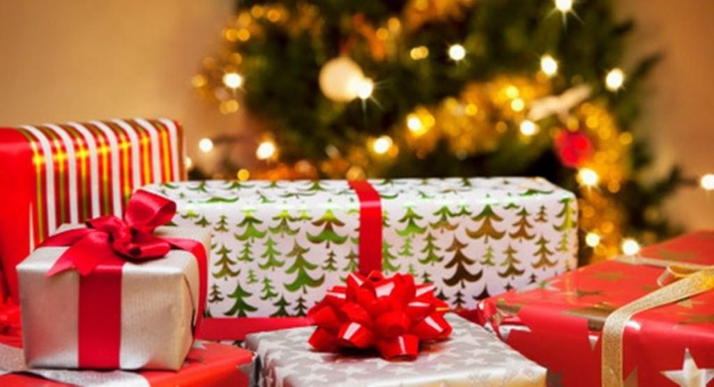 A árvore de Natal, sempre linda, pode receber os presentes