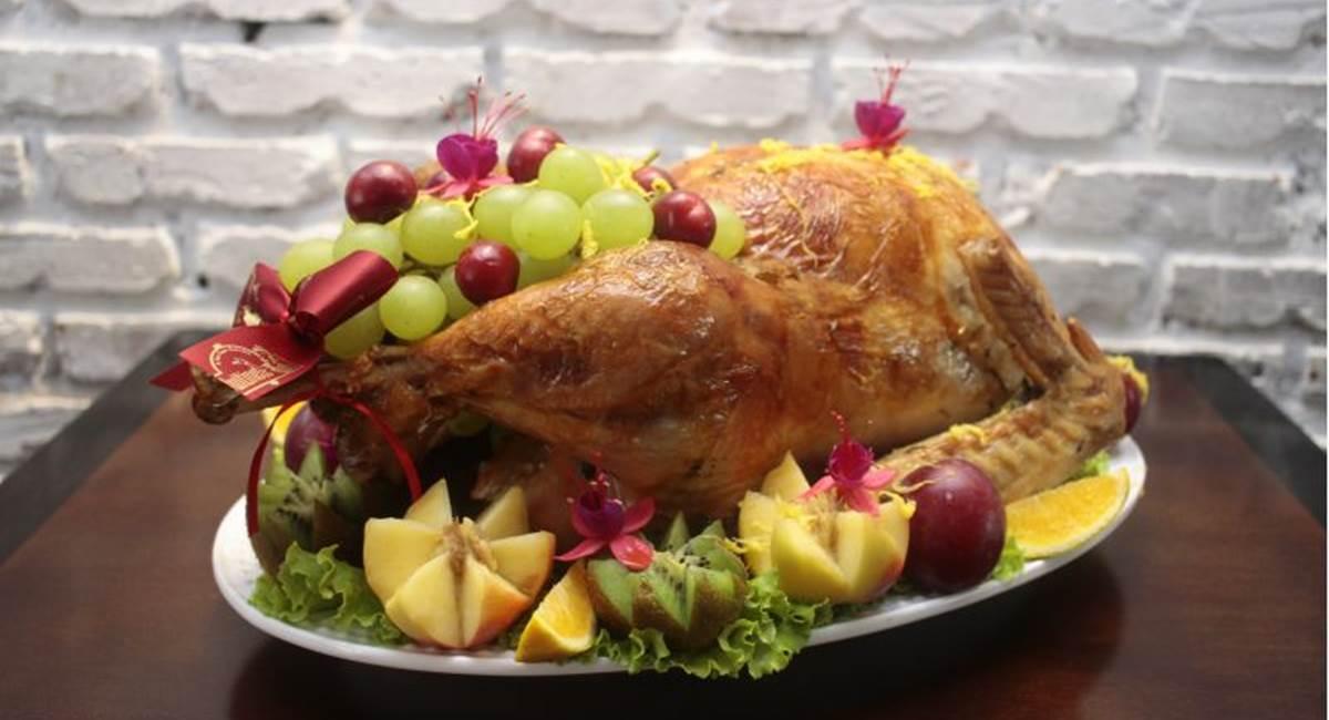 Crédito: Ana Rayssa/Esp. CB/D.A. Press. Para um peru mais suculento, deixe a ave marinando no tempero