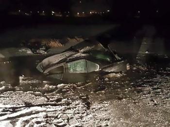 Homem transforma BMW recém-comprada em Titanic ao passar sobre lago congelado
