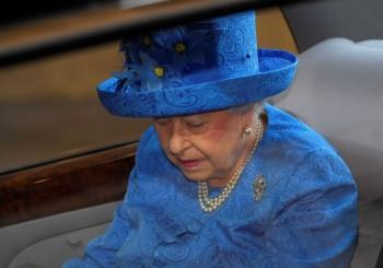 Britânico liga para a polícia para denunciar que a rainha estava sem cinto