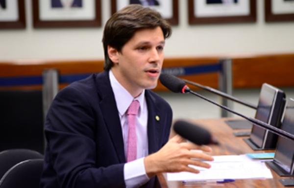 Daniel Vilela apresentou substitutivo incluindo prova de títulos e avaliação psicológica nos concursos. Imagem: Gustavo Lima / Câmara dos Deputados