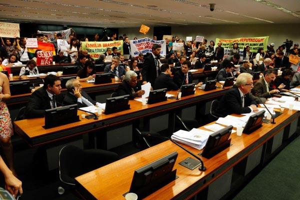 08/04/2014. Crédito: Bruno Peres/CB/D.A Press. Brasil. Brasília - DF. Sessão da Comissão de Educação da Câmara dos Deputados para discutir sobre o Plano Nacional de Educação PNE.