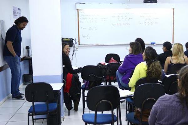 Sala de aula em curso preparatório: limitação de vencimentos não vai atingir os processos seletivos  que já tiveram os editais publicados. Foto: Luis Nova/Esp. CB/D.A Press