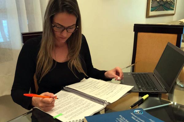 Caroline Gomes estava estudando para postos na área de segurança, mas pretende se inscrever nesta seleção (foto: arquivo pessoal)