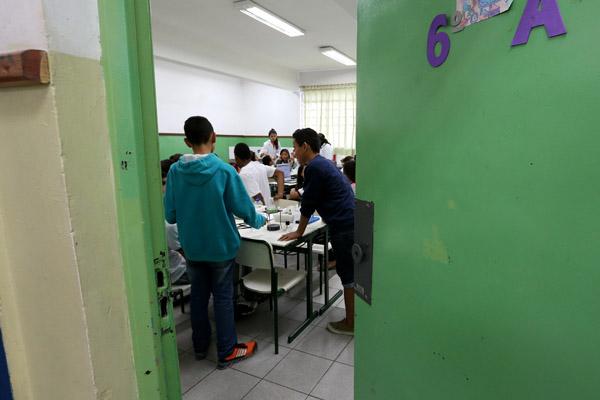 Alunos do ensino fundamental da escola Municipal Jardim da Conquista do bairro de Perus, São Paulo/SP (Divulgação/USP Imagens)