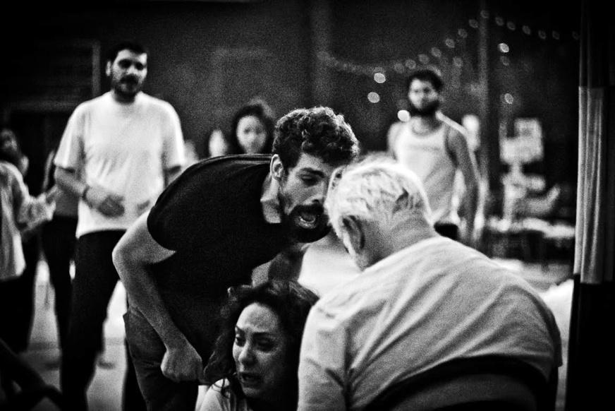 Cauã Reymond, Eliane Giardini e Antônio Fagundes em cena de Dois irmãos