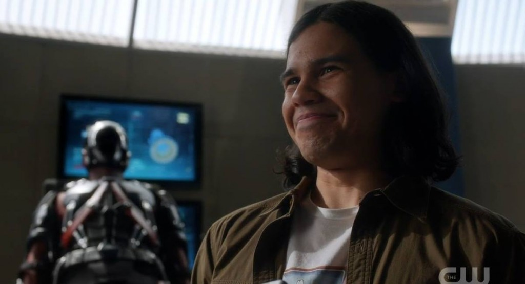 Cisco Ramon (Carlos Valdés) em The Flash