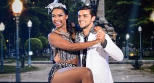Felipe Simas e Carol Agnelo dançam samba