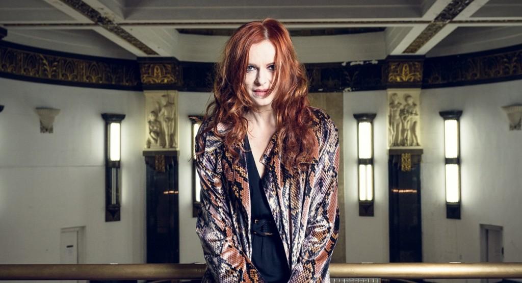 Maria Luísa Mendonça é uma coadjuvante de luxo no seriado