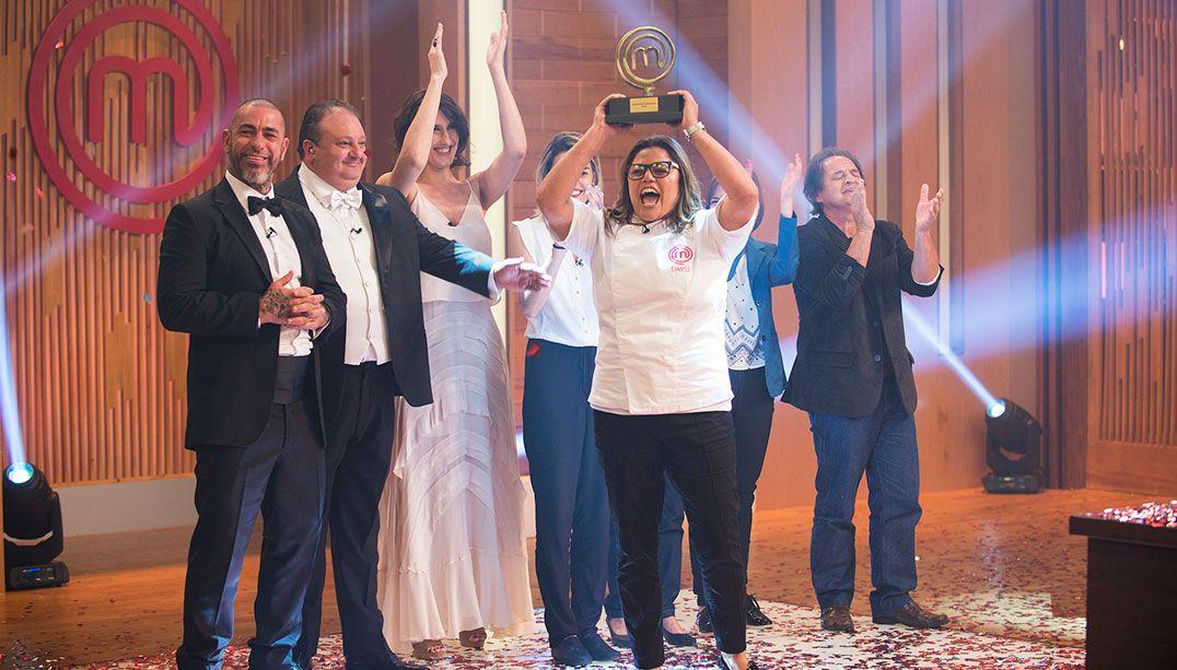 Dayse é a grande vencedora do MasterChef Profissionais