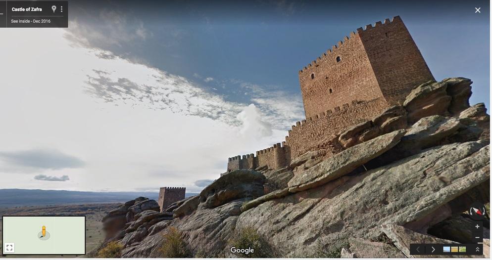 Crédito: Google Earth. A Torre da Alegria da série é, na verdade, o Castelo de Zafra, em Guadalajara, na Espanha