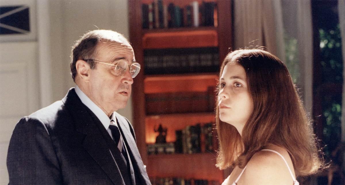 Mauro Mendonça e Claudia Abreu em cena de A vida como ela é