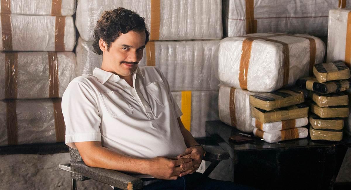 Ator Wagner Moura interpreta Pablo Escobar em cena da série Narcos.