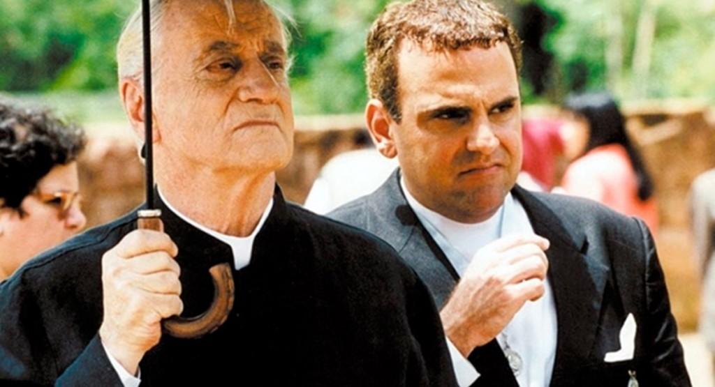Como padre Nelson em Hilda Furacão, última minissérie de Paulo Autran