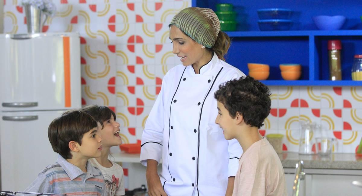 Andrea Santa Rosa e as crianças no programa Cozinhadinho