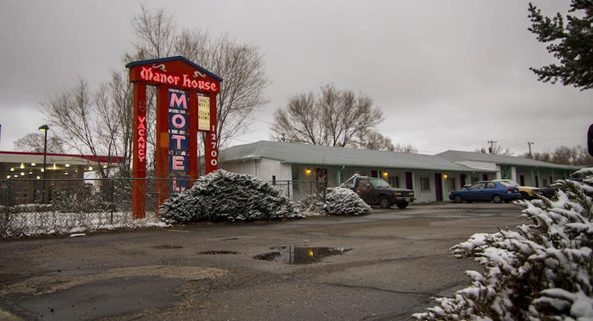 Um motel é cenário para várias ações do documentário Voyeur