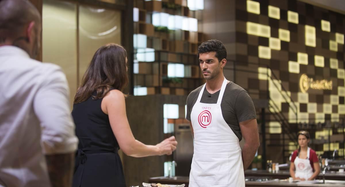 Paola pergunta a Vinícius no MasterChef: tem certeza que você sabe cozinhar?