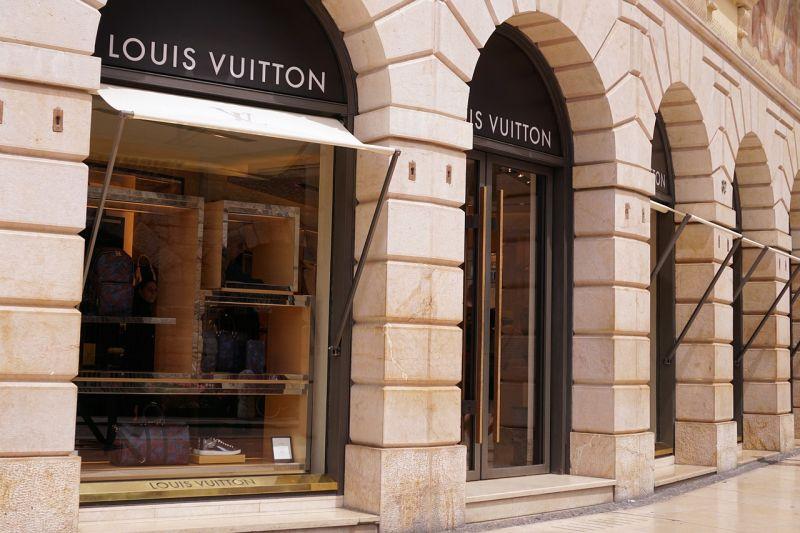 Créditos: Reprodução/Internet. Cena do filme Louis Vuitton: Nos bastidores.