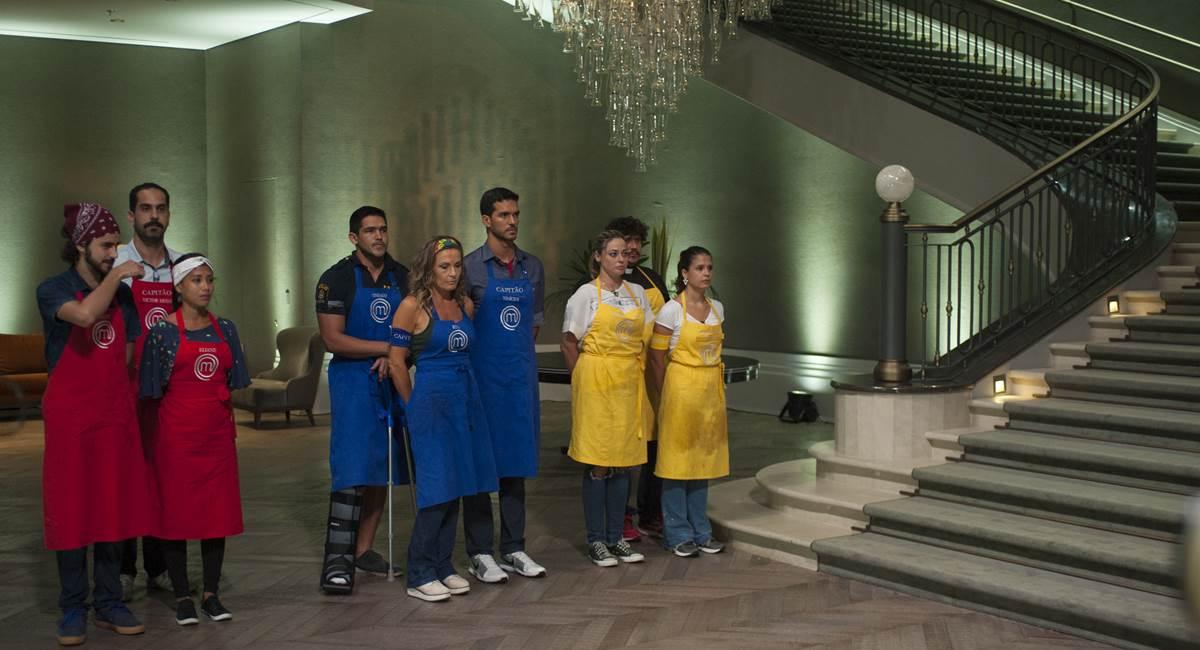 Os nove cozinheiros do MasterChef foram divididos em trios para a primeira prova da noite
