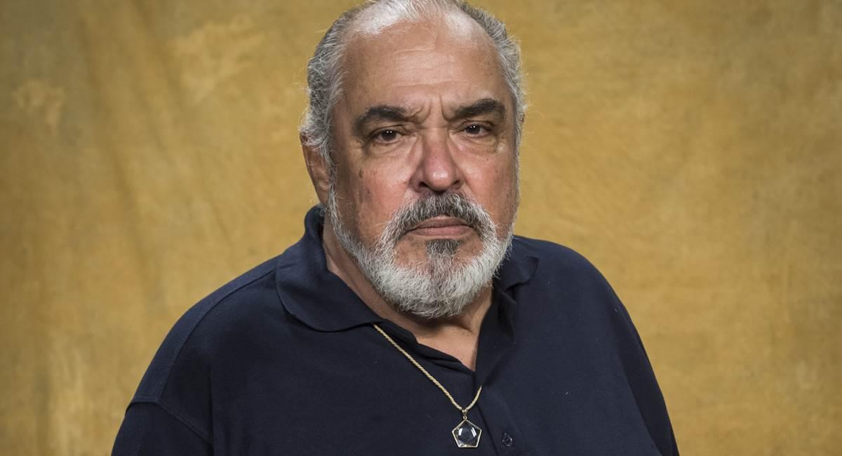 Roberto Bonfim vive Agenor, um dos personagens mais preconceituosos de Segundo sol