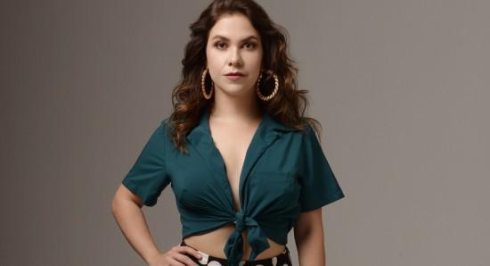 Thaís Müller é atriz, produtora e estilista