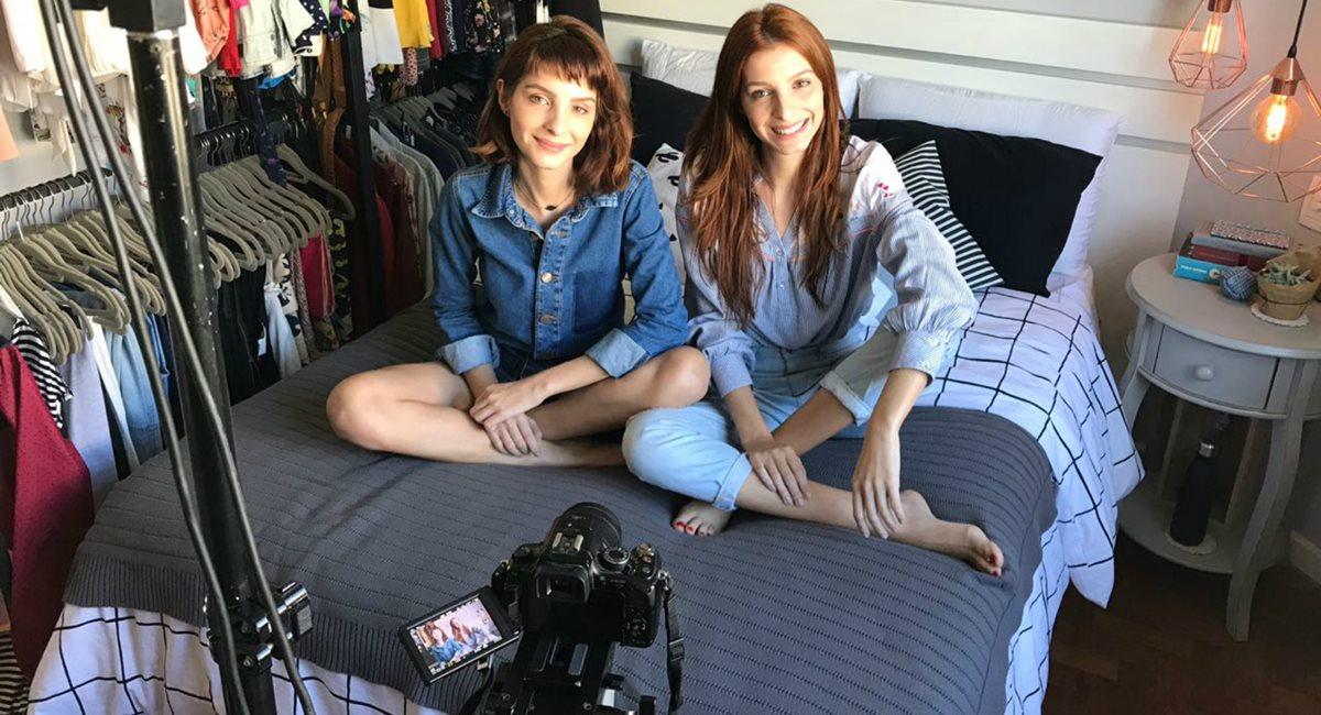 Divulgação. As irmãs Michelle e Giselle Batista se divertem nos vídeos do canal GiMi