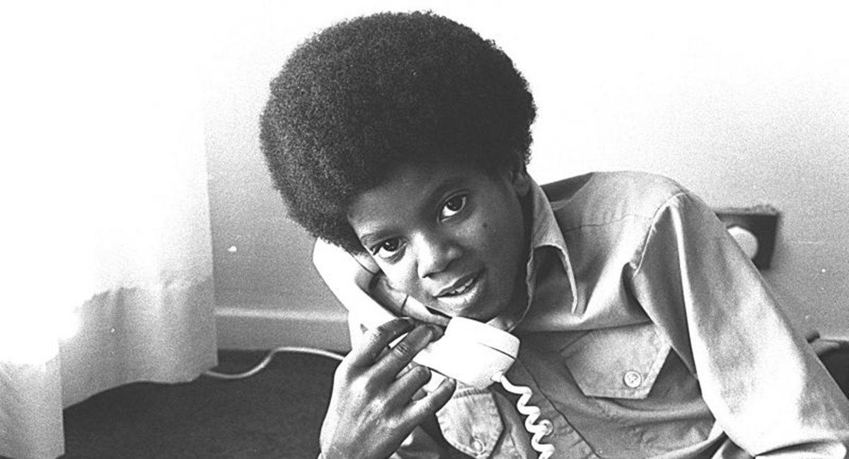 Fotos raras da infância de Michael Jackson estão no documentário A vida de um ícone