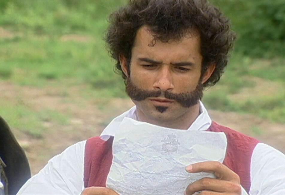 Crédito: Arquivo/TV Globo. O ator Marcos Pasquim proclama a Independência do Brasil em cena da minissérie O Quinto dos Infernos.