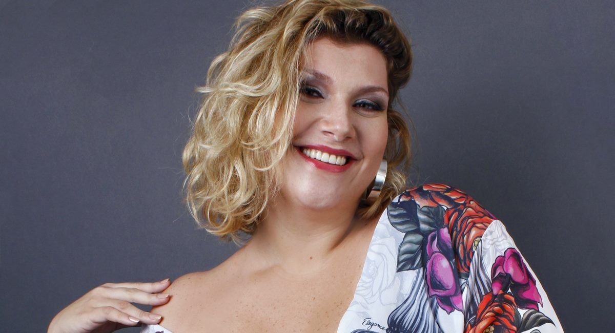 """Ingrid Klug comemora o fato de viver uma gorda """"normal"""" em O tempo não para"""