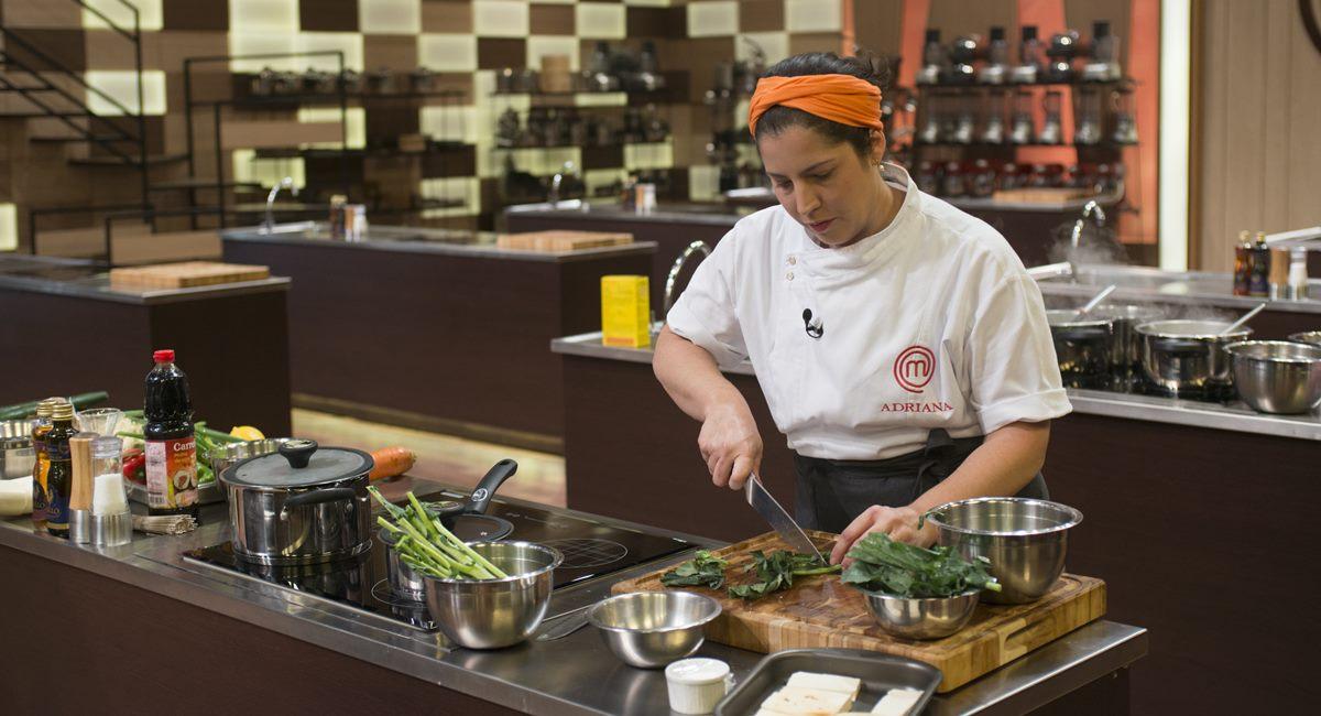 Adriana era a mais nervosa na prova de comida japonesa no MasterChef