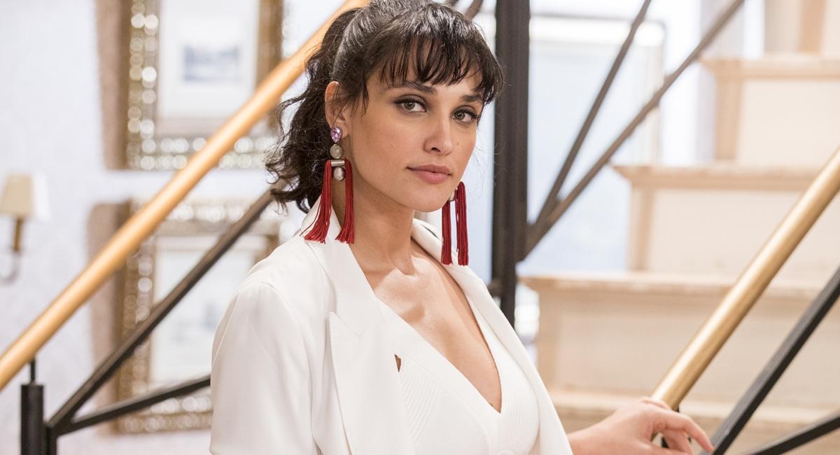 Débora Nascimento como Gisela em Verão 90