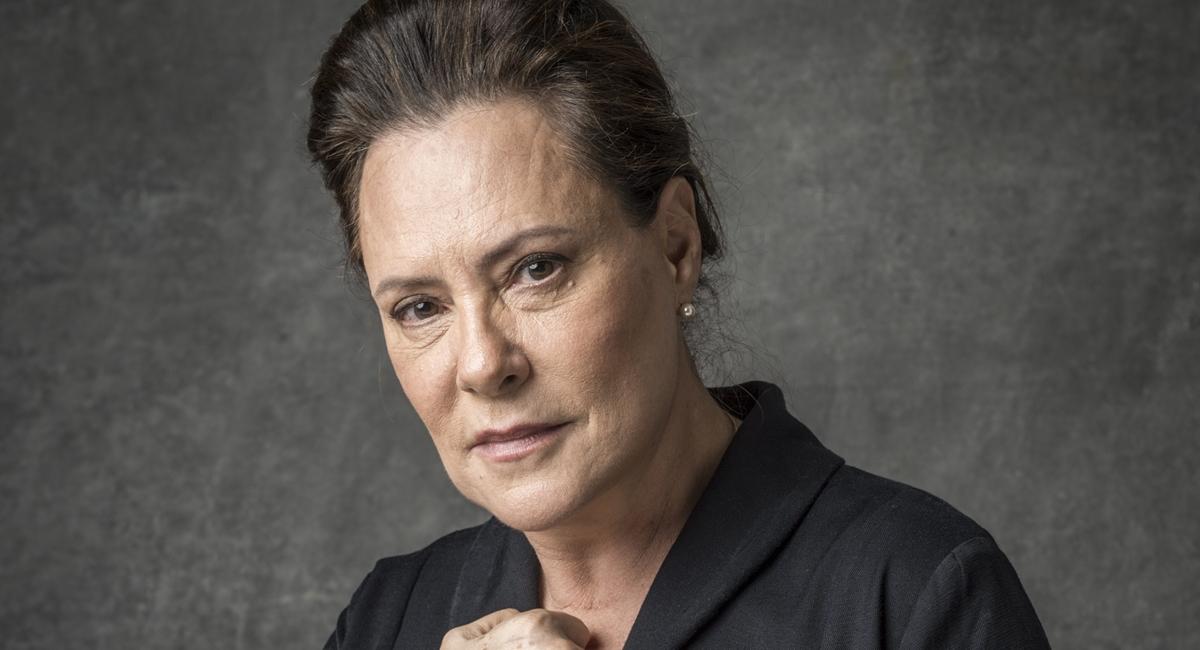 Elizabeth Savalla como Mirtes