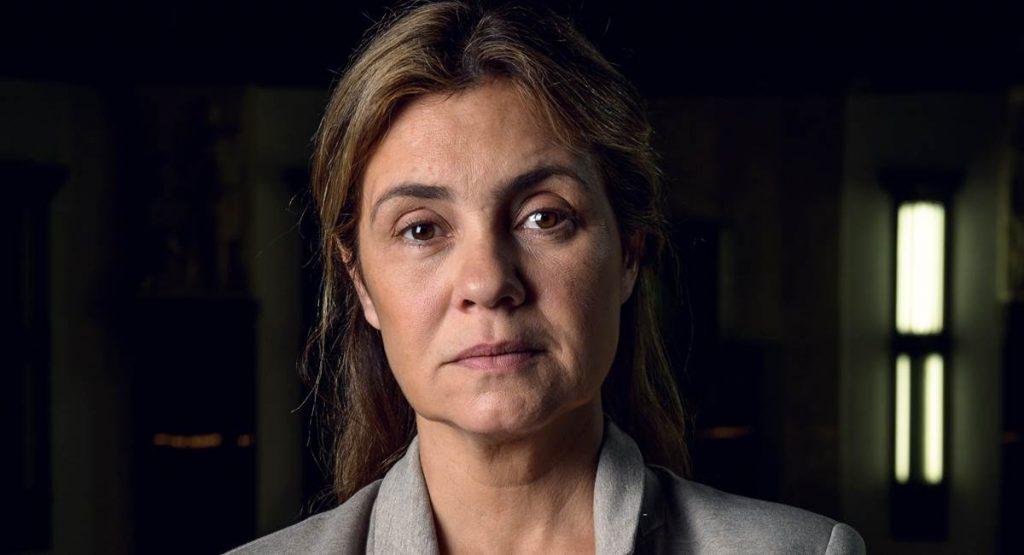 Adriana Esteves em cena da série Assédio