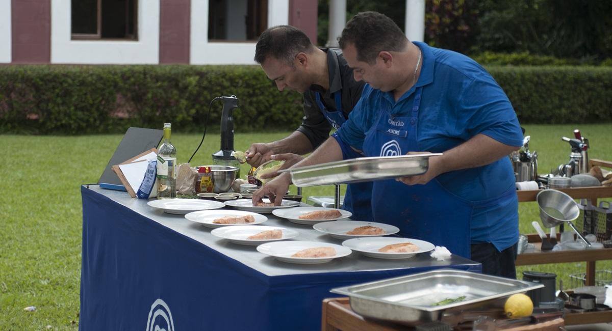 André cozinha em prova do MasterChef