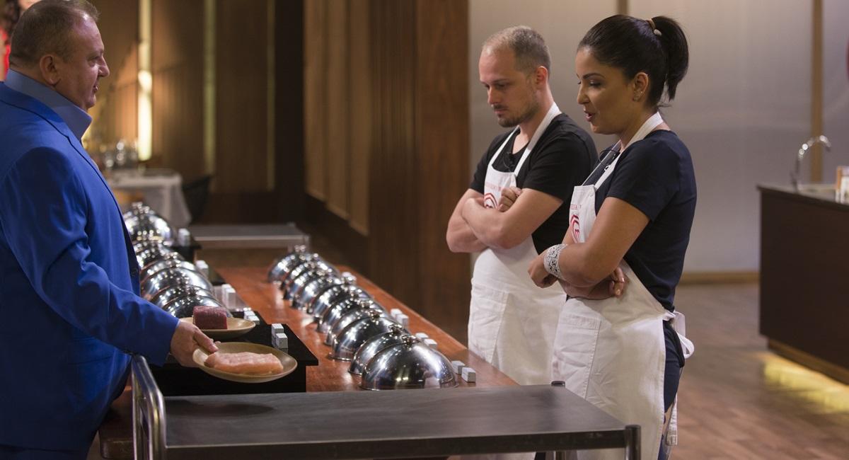 Eduardo e Juliana se espantam com a quantidade de ingredientes obrigatórios