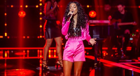 Yara Charry cantou música de IZA no PopStar