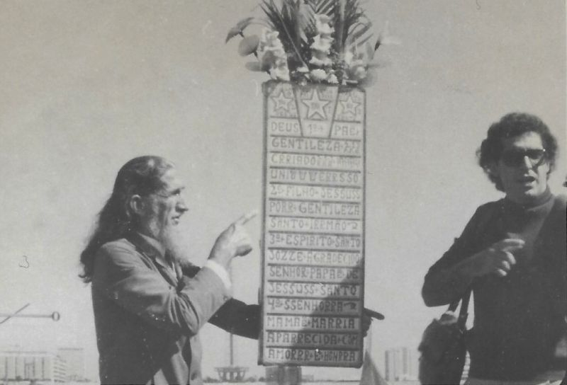 Arquivo Pessoal/Divulgação. Marco Orsini e o profeta Gentileza durante as filmagens do documentário A mensagem do Profeta.